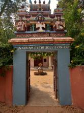 vchod do Ashramu